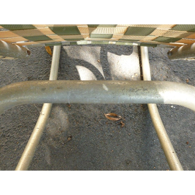 1950s Vintage Aluminum Webbed Surfboard Pool Rocking Lounge Chair For Sale In Miami - Image 6 of 9