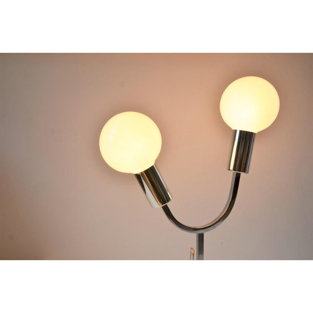 White 1960s Mid-Century Modern Space Age Chrome Lamp For Sale - Image 8 of 12