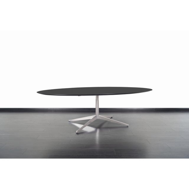 This amazing vintage table designed by Florence Knoll for Knoll International in the United States, circa 1960s. Its...
