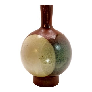 1970s Vintage Pottery Craft Long Neck Light Gray Spherical Studio Pottery Vase For Sale