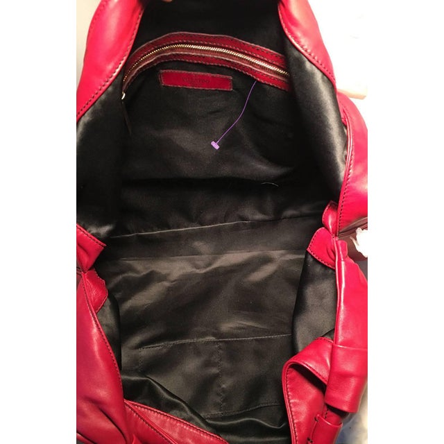 Valentino Red Leather Bow Front Hobo Shoulder Bag For Sale - Image 4 of 8