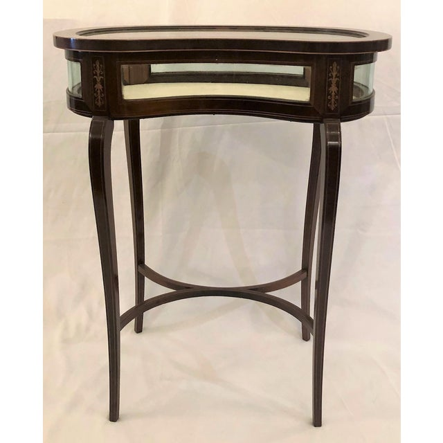 Late 19th Century Antique English Kidney-Shaped Display Table Vitrine With Rosewood Inlay For Sale - Image 5 of 5