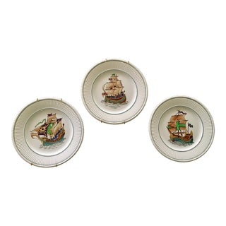 """Wedgewood Etruria England 9"""" Edme Plates With Viking Ships - Set of 3 For Sale"""