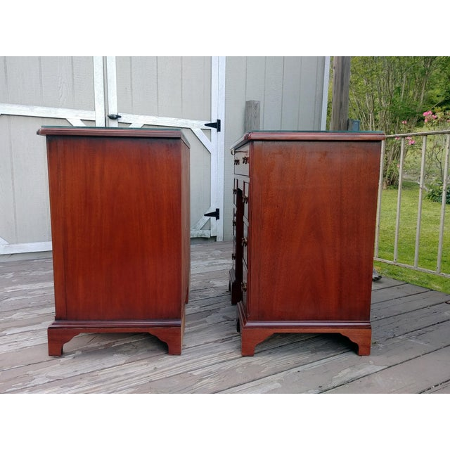 1990s Hickory Chair Mahogany Mount Vernon Bureau Tables - a Pair For Sale - Image 5 of 13