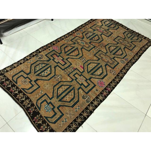 Champagne Turkish Bohemian Vintage Floor Kilim Rug - 4′9″ × 9′1″ For Sale - Image 8 of 11