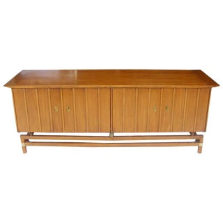 Vintage Mid-Century Credenza Buffet Hickory Furniture For Sale