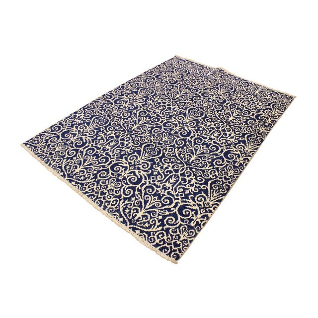 This elegant hand knotted rug features a modern fusion of beauty, with its interlocking geometric and minimalist pattern....