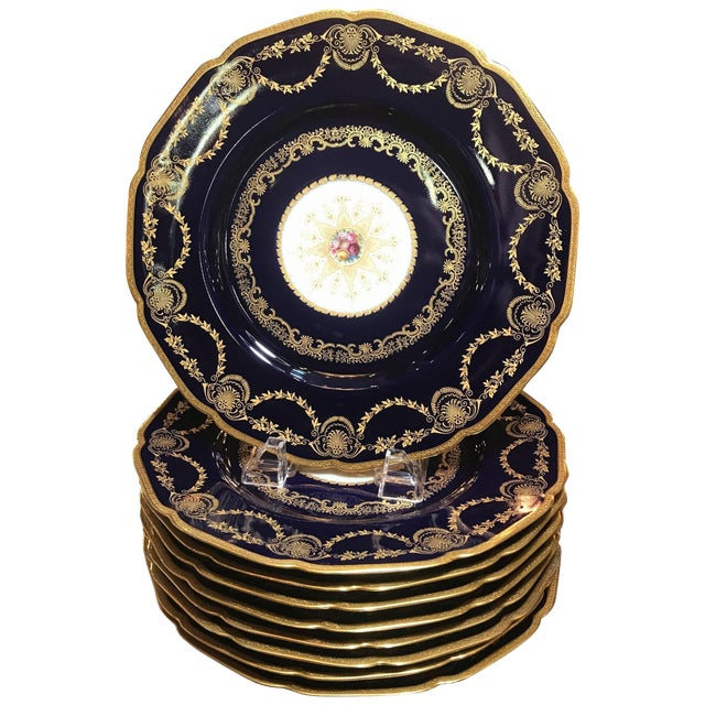 20th Century Edwardian Sumptuous Cobalt and Gold Service Dinner Plates - Set of 10 For Sale