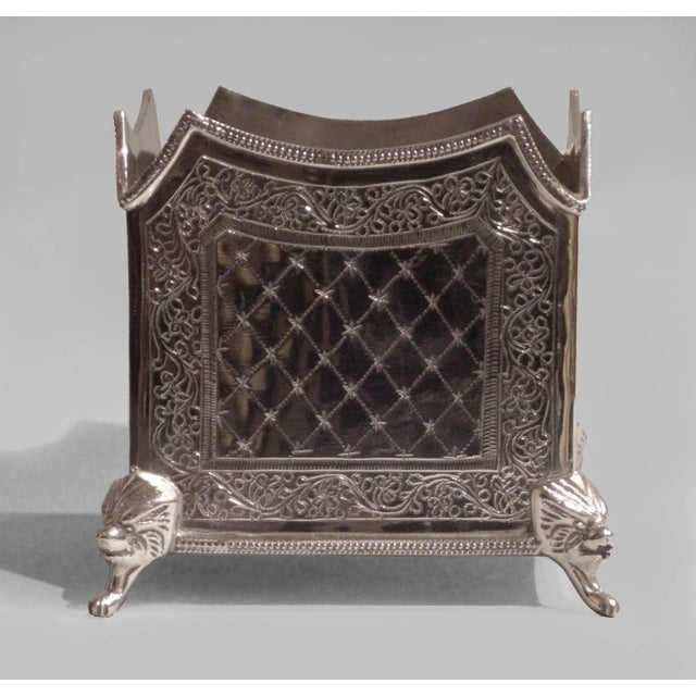 Edwardian Pair of English Sheffield Collection Etched Silver Plate Planters For Sale - Image 3 of 5