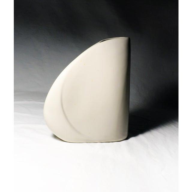 Mid-Century Modern 1980s Haeger White Art Deco Asymmetrical Vase For Sale - Image 3 of 5