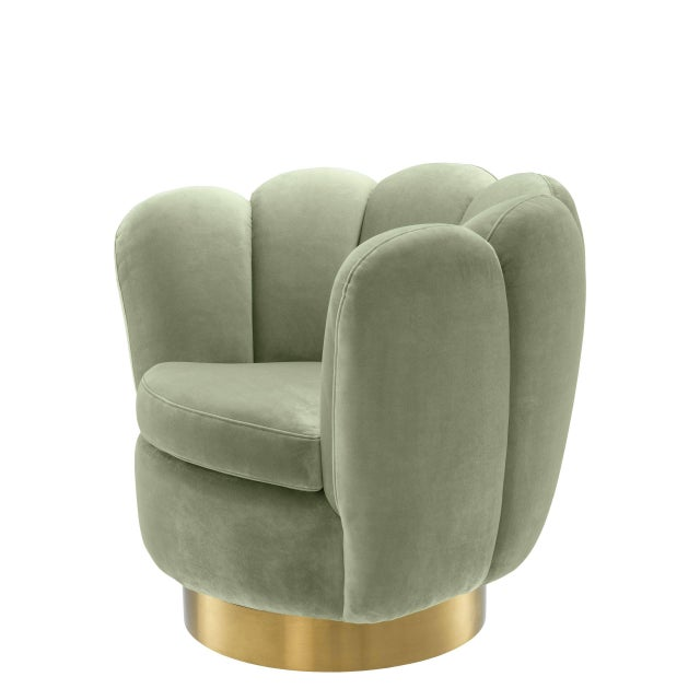 Add fifties-inspired glamour to your living room with the sumptuous Mirage Green Scalloped Swivel Chair. With a cocooning...