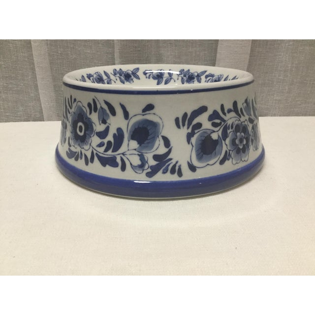 Traditional Mid-Century Pet Bowl in Blue and White Ceramic For Sale - Image 3 of 5