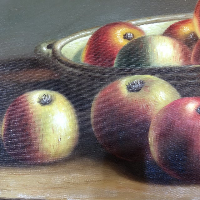 Beautiful painting of apples and picture. Classic and beautifully framed with gilded wooden craftsmanship.