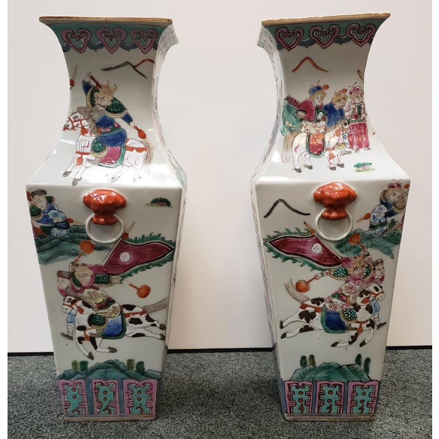 Circa 1910 Chinese Famille Rose Export Porcelain Warrior Motifs Club-Form Vases - a Pair For Sale - Image 4 of 7