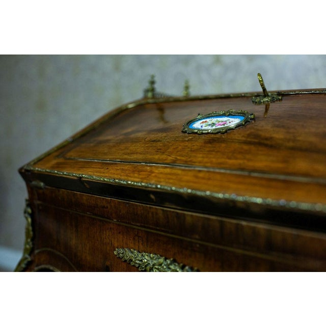 Brown Louis XV Ladies Writing Desk from the 18th Century For Sale - Image 8 of 13