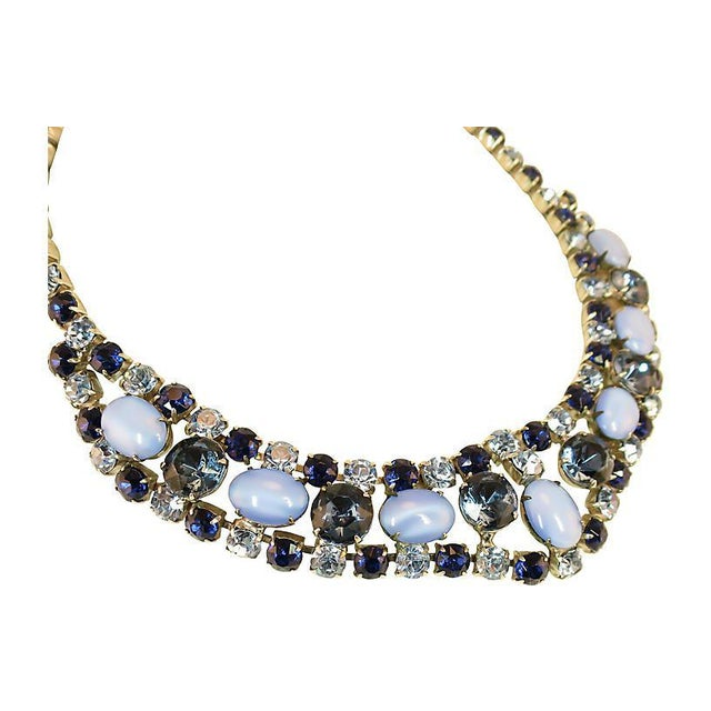 Offered here is a DeLizza & Elster Juliana silver-plated necklace and matching clip-back drop earrings from the 1960s. The...