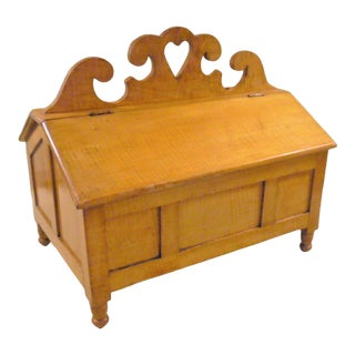 Early 19th Century Pennsylvania Tiger Maple Sewing Box For Sale