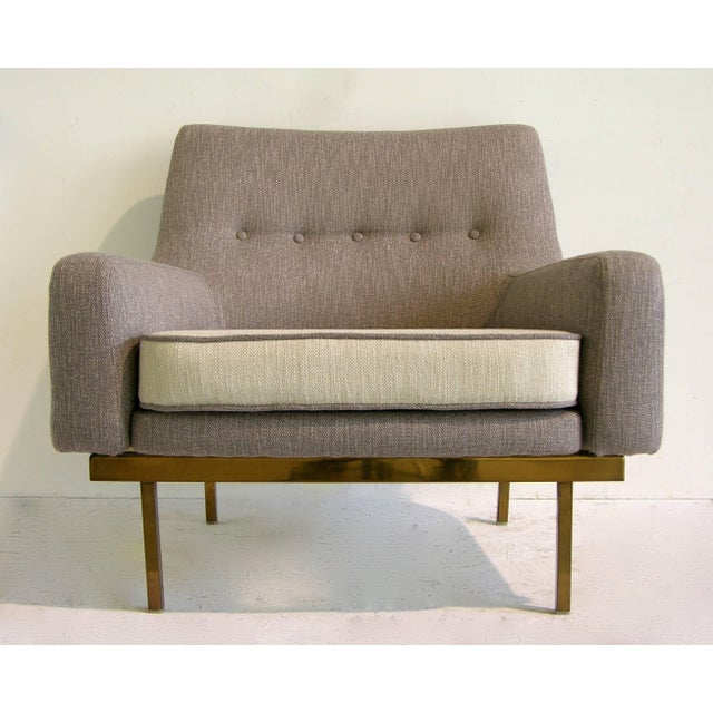 1970s 1970s Arflex Italian Brass Base Two-Tone Pepper Cream and Taupe Gray Armchair For Sale - Image 5 of 13