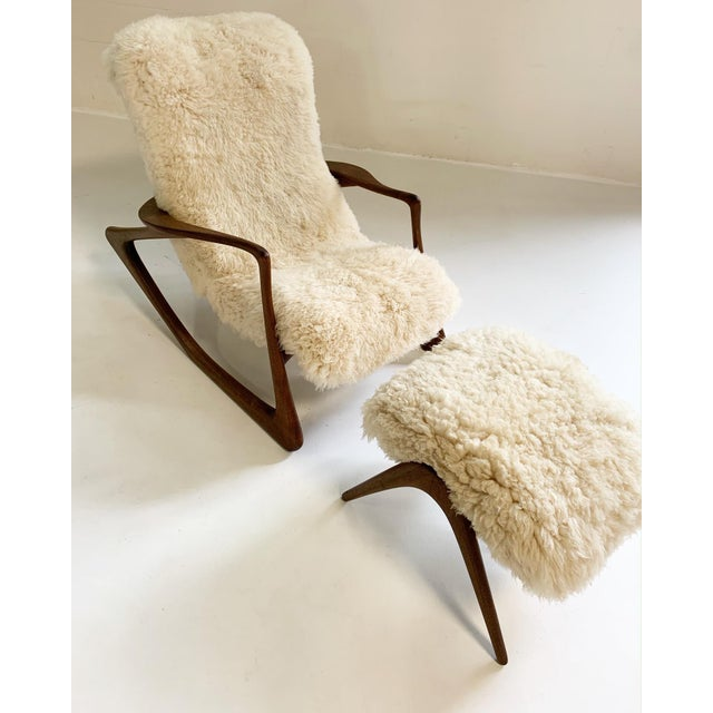 Vladimir Kagan Sculpted Rocking Chair and Ottoman in California Sheepskin For Sale In Saint Louis - Image 6 of 9