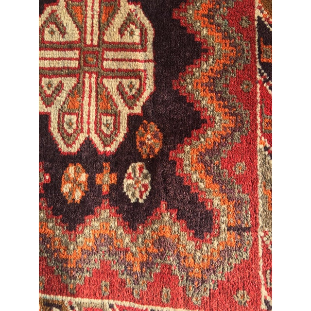 """Vintage Persian Qashqai Area Rug - 4'10"""" x 7'10"""" For Sale - Image 11 of 11"""