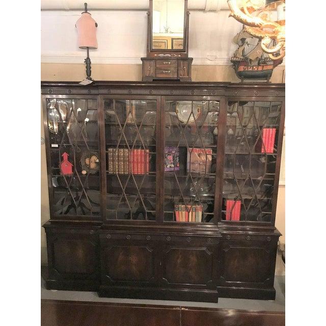 Georgian Style Baker Furniture Company Breakfront Bookcase Cupboard - Image 8 of 8