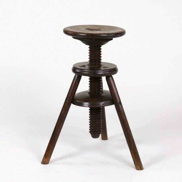 English Traditional 1870s English Oak Three Legged Adjustable Artist Stool For Sale - Image 3 of 12