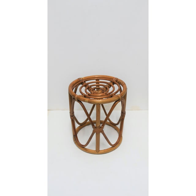 20th Century Hollywood Regency Round Wicker Rattan Bentwood Side Table For Sale - Image 4 of 10