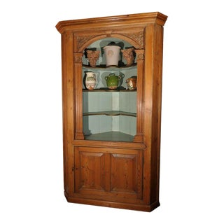 English Corner Cupboard or Shelving Cabinet of Pine from the Georgian Era For Sale