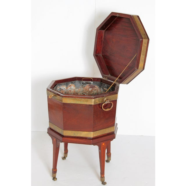 George III Mahogany and Brass Cellarette For Sale In Dallas - Image 6 of 13