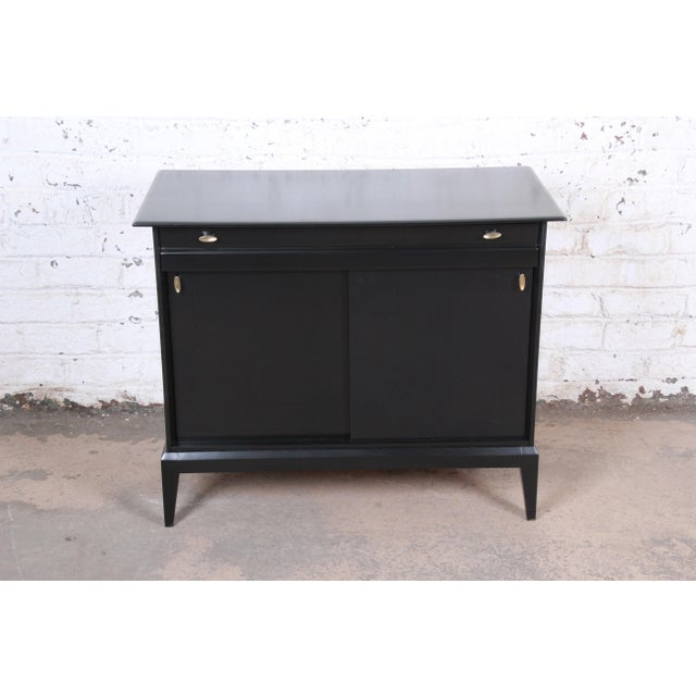 Heywood-Wakefield Paul McCobb Style Ebonized Mid-Century Modern Compact Credenza by Heywood Wakefield For Sale - Image 4 of 13