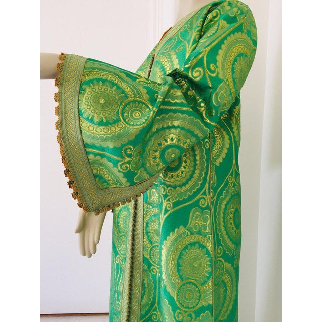 Late 20th Century Elegant Moroccan Caftan Lime Green and Gold Metallic Floral Brocade For Sale - Image 5 of 13