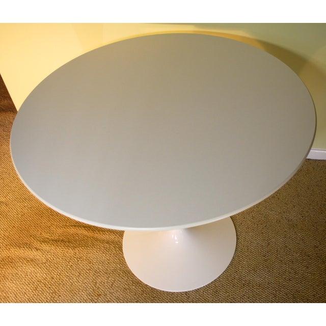 Saarinen White Laminate Dining Table - Image 3 of 9