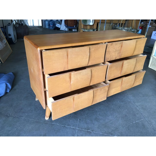 """1960s Heywood-Wakefield """"Sculptura"""" Extra-Wide 6-Drawer Dresser For Sale - Image 5 of 10"""