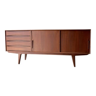 Long Mid Century Modern Teak Credenza / Media Stand For Sale