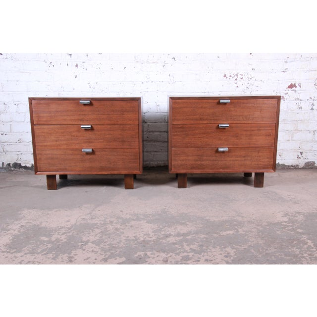 George Nelson for Herman Miller Walnut Three-Drawer Bachelor Chests or Nightstands, Pair For Sale - Image 10 of 10