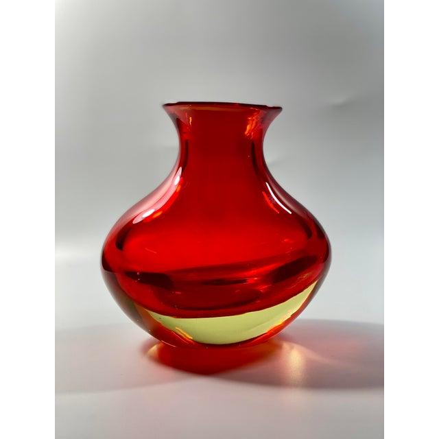 "Gino Cenedese 1963 Antonio Da Ros Cenedese ""Coppa Con Labbro"" Sommerso Red Uranium Glass Vase For Sale - Image 4 of 8"
