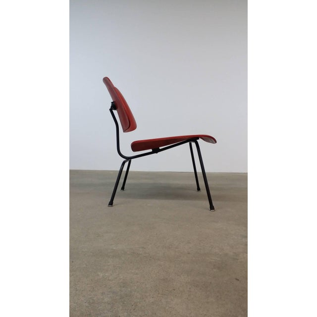 Mid-Century Modern Fully Restored Early Red Aniline Dye Eames Lcm For Sale - Image 3 of 10