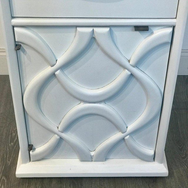 Pair of Moderage Sculptural Parzinger White Lacquered King Size Nightstands For Sale In Philadelphia - Image 6 of 13