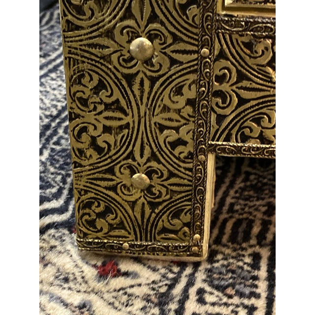 1970s Vintage Hollywood Regency Style Nightstands-a Pair For Sale In New York - Image 6 of 13