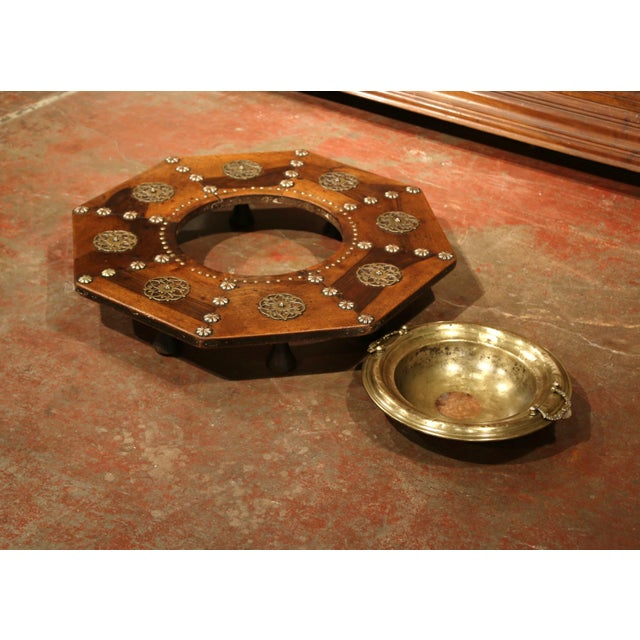 Early 19th Century Spanish Carved Walnut Brasero With Removable Brass Tray Top For Sale - Image 4 of 9