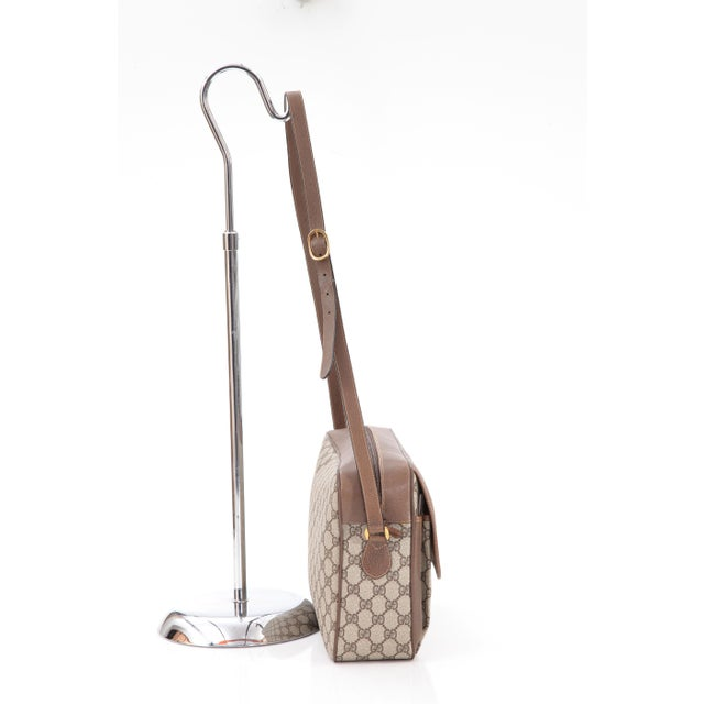 18c6eb3bb119 Vintage Gucci Accessory Collection Era Class Monogram Messenger Bag For  Sale - Image 4 of 11