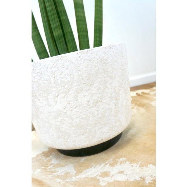 Vintage Mid-Century White Ceramic Textured Glaze Planter For Sale In Las Vegas - Image 6 of 8