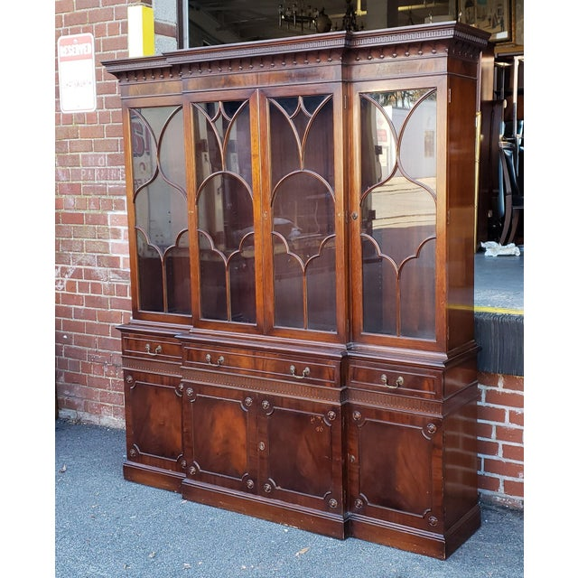 Traditional Mahogany 2 Part Dining Room Breakfront China Cabinet C1930s For Sale - Image 13 of 13