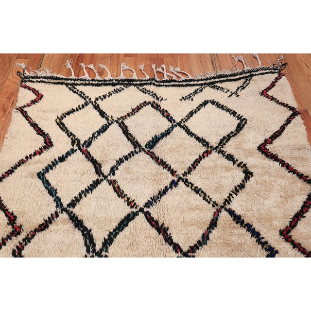 Vintage Beni Ourain Moroccan Ivory Rug - 4′8″ × 7′8″ For Sale In New York - Image 6 of 9