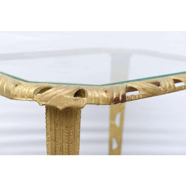 1930s Gold and Glass Hollywood Regency Side Table, 1930 Usa For Sale - Image 5 of 9