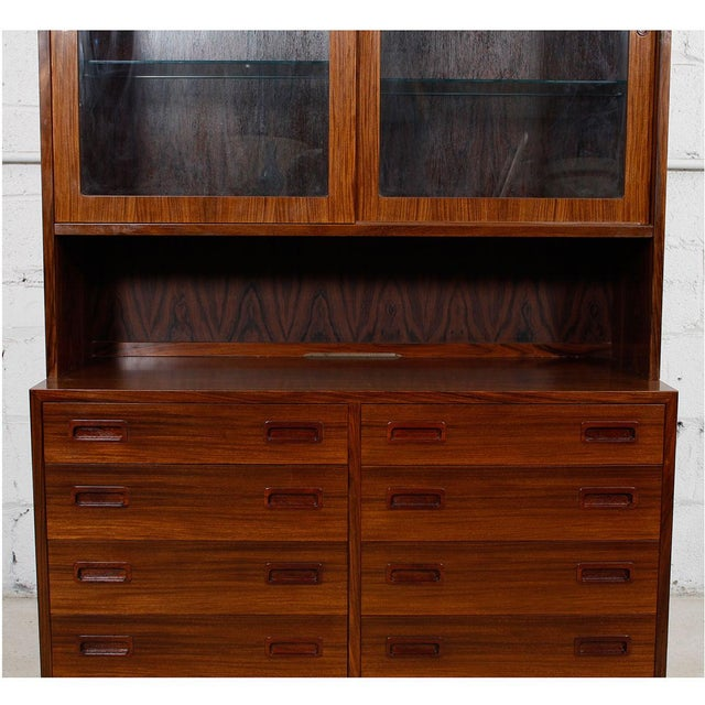 An extremely versatile two-piece display cabinet / bookcase with stunningly beautiful rosewood figuring. It features...