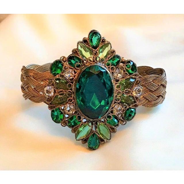 Metal 1940s Hobé Emerald Green Jeweled Bracelet For Sale - Image 7 of 7