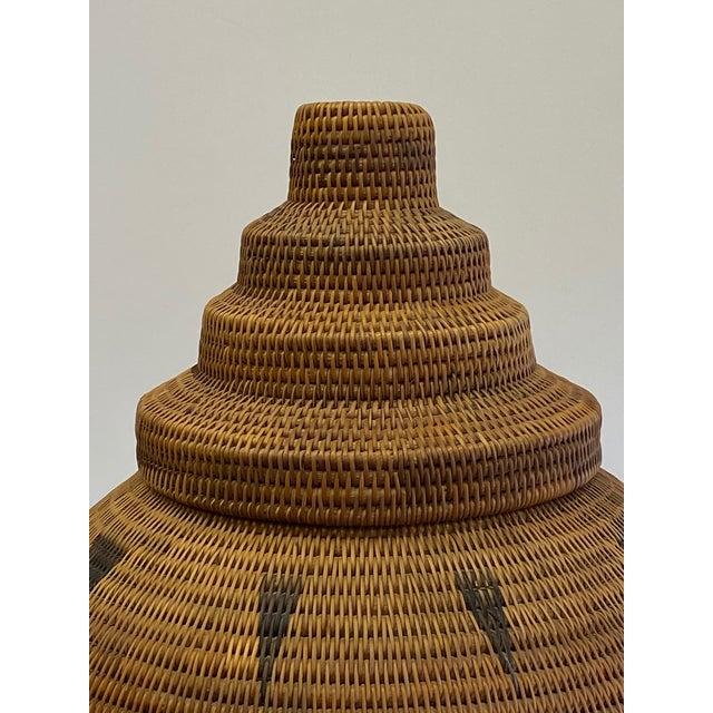 Vintage Urn Shaped Lidded Hand Woven Fiber Basket For Sale In Philadelphia - Image 6 of 10