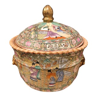 Asian Round 'Mandarin' Covered Cache Pot With Gold Handles For Sale