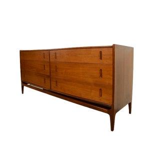 1950s Mid Century Modern Richard Thompson for Glenn of California Walnut Long Dresser For Sale